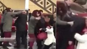 Zhrzená manželka zbila svého muže, zahnul jí se snachou