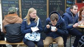 """Pražané """"naběhli"""" na guláš a polévku na náplavku. K mání byla i mléčná rýže s mangem"""