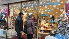 """""""Neberte nám svátky,"""" bouří se odboráři z řetězců. Obchody se znovu zavřou o Vánocích"""