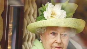 Královna Alžběta II. má krvavé oko! Co se jí stalo?