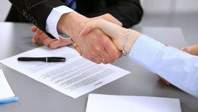 Soud: Klient stačí, klientka není nutná. Spořitelna smí dál užívat jen mužské oslovení