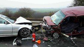 Tragická nehoda na Přerovsku: Po srážce dvou osobáků zůstal na místě mrtvý člověk