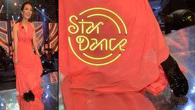 Moderátorka StarDance Kostková: Proč měla k šatům polobotky a fusky?! Rozřízla si ošklivě nohu