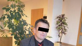 Muž (53) ze Zlínska vědomě šířil vir HIV! Hrozí mu 12 let vězení