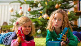 Babičky a dědečkové, tohle nekupujte! Vánoční dárky, které moc nepotěší