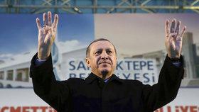 """Přišel nový """"Vůdce"""": Do tureckých kin míří oslavný film o prezidentu Erdoganovi"""