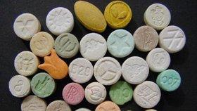 Extáze na recept? V USA začínají drogu testovat k léčbě stresových traumat