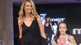 Parmová poprvé na mole v roli modelky! Předváděla s desetiletou dcerou nového přítele!