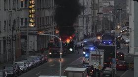 Palmovkou se linul černý dým: Na Sokolovské hořel kontejner náklaďáku