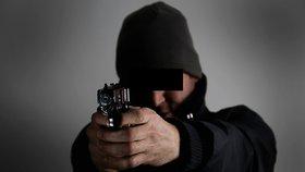 Ustřelím ti penis, řval muž na spolubydlícího, který se vymočil do vany: Zasahovali těžkooděnci