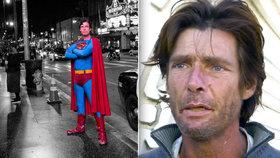 Superman na dlažbě prosí o pomoc: Zuby mu vymlátili holí a ukradli mu kostým, který ho živil