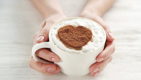 Pijete kávu? Budete žít déle, tvrdí evropská i americká studie