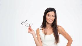 Některé oční vady odstraní běžná a rychlá operace: Žádné brýle už nebudou třeba!