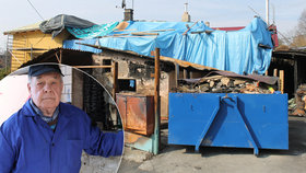 Miroslav (82) bojuje s osudem: Zemřela mu žena, dům mu smetla povodeň a pohltil požár, přesto se nevzdává