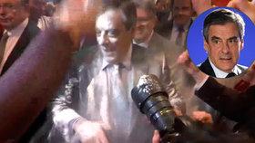 Trefa do černého: Kandidátovi na prezidenta vysypali na hlavu pytlík mouky
