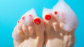 7 důvodů, proč máte popraskanou kůži na nohou a ztvrdlé paty