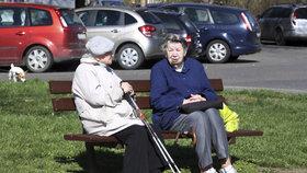 Zemřeme v důchodu hlady? Systém je udržitelný, mírní paniku experti
