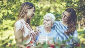 Úsměv a kytici s sebou. V Újezdu nad Lesy oslaví v sobotu Den matek pro seniory