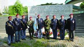 Blíží se oslavy konce války. Praha 7 uctí padlé u pomníku v úpatí mostu Barikádníků