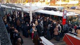 """Pražské megabusy naráží u ministerstva dopravy: """"Změna legislativy je nereálná,"""" říká"""