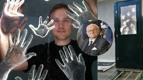 Wintonovy děti bude připomínat nový památník: Loučící se ruce patří rodičům...