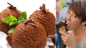 Na čokoládové zmrzlině si pochutnáváme již 325 let! Jak si ji připravit doma?