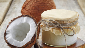 Kokosový olej v kuchyni: Je horší než sádlo a zvyšuje cholesterol!