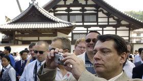 Sobotkova japonská mise startuje. Z premiérů tam byl naposled Paroubek