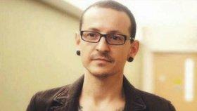 Mrtvolu zpěváka (†41) Linkin Park našla uklízečka! Na odpoledne měl plány s kapelou