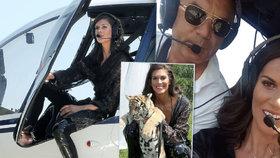 Vignerová se nebojí snad ničeho! Hladila si lva i tygra, sedla i do vrtulníku