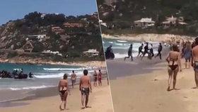 Migranti v člunu se vylodili uprostřed pláže plné turistů: Rozprchli se, než přijela policie