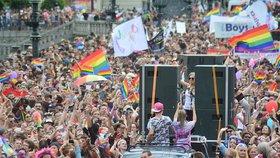 Centrum Prahy v barvách duhy: Městem projde průvod Prague Pride, omezí dopravu