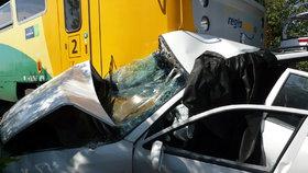 Na Budějovicku se srazil vlak s osobním vozidlem, řidička nehodu nepřežil