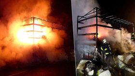 U Františkových Lázní shořel naložený kamion: Vezl dětské kočárky, škoda jde do milionů
