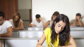 Státní maturity startují slohem z češtiny. Na výběr je šest zadání