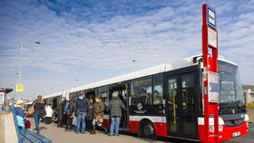 Opravy autobusového obratiště v Hájích: Tři linky jezdí do konce léta jinak