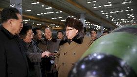 Válka v roce 2020? Diktátor Kim straší novou zbraní, USA varovně vztyčují prst