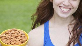 Pijte kávu a jezte ořechy! 5 jednoduchých rad, díky kterým zhubnete!