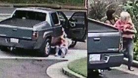 Kvůli kabelce málem přišla o život: Zloději ji táhli za autem jako zvěř