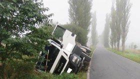 Mladý řidič (†19) zemřel po srážce s náklaďákem na Prostějovsku: Jel příliš rychle!