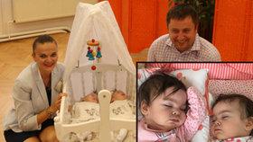 Dvojčata Karolína a Rozárka (1,5) začala krvácet do mozku: Teď trpí epilepsií a obrnou