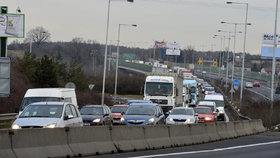 Kde to v Praze nejvíc stojí? 204 tisíc aut denně na Jižní spojce, 180 tisíc na Strakonické nebo 64 tisíc v Legerově