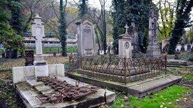 Malostranský hřbitov odhalí svá tajemství. Leží zde slavní architekti, průmyslník i svatá holčička