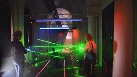 Děti jako lupiči prolézaly mezi lasery: Akademie věd baví týdnem vědy a techniky