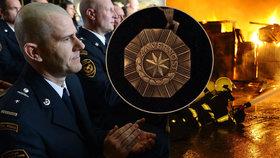 """""""Hašení požárů není rutina."""" Jan Procházka slouží u pražských hasičů už 21 let, co se za tu dobu změnilo?"""