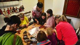 Vánoční tiskátka i ozdoby na stromeček: Děti se v Muzeu hlavního města připravovaly na Ježíška