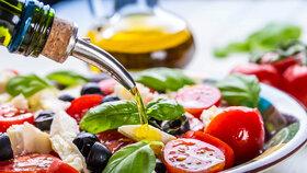 Není olej jako olej: Některé jsou vhodné jen do salátů, jiné i na vaření