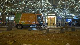 Praha se chystá na novoroční úklid. Pokud nasněží, může likvidace nepořádku trvat dny