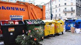 Popelnice po svátcích přetékají. Častější svozy odpadků nepomáhají