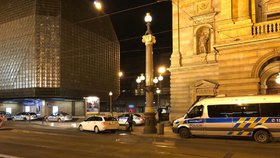 Desítky policistů v Národním divadle: Dcera chce skočit z nejvyšší galerie do publika, oznámila žena. Bylo to nedorozumění